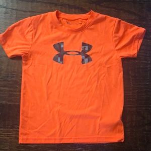 Under Armor boys heat gear size 6 T-shirt